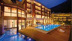 decking_resysta_outdoor_hotel_facility