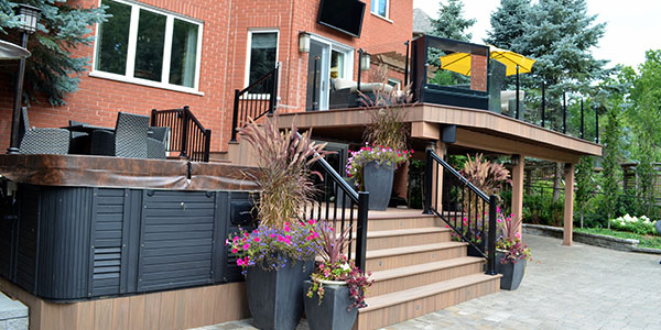 Dundas: Outdoor habitation deck
